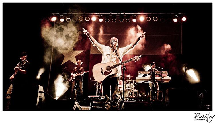 Casey Donahew Concert Photo